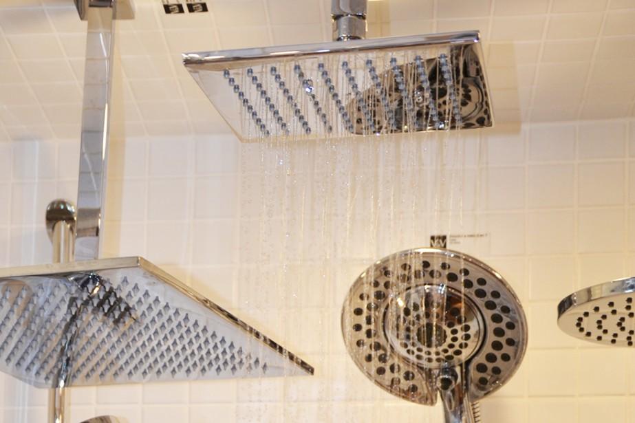 Vague & Vogue fait la démonstration des jets de douche en magasin. Cela vous permettra de voir le genre de jet que vous désirez sur place. (Claudie Laroche)