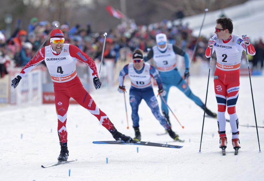 Alex Harvey laisse éclater sa joie après avoir devancé Finn Haagen Krogh en finale su sprint, vendredi à Québec. | 17 mars 2017