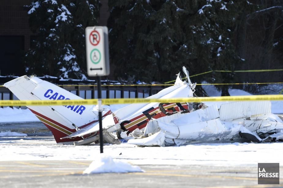 Un des appareils s'est écrasé dans le stationnement... (PHOTO BERNARD BRAULT, ARCHIVES LA PRESSE)