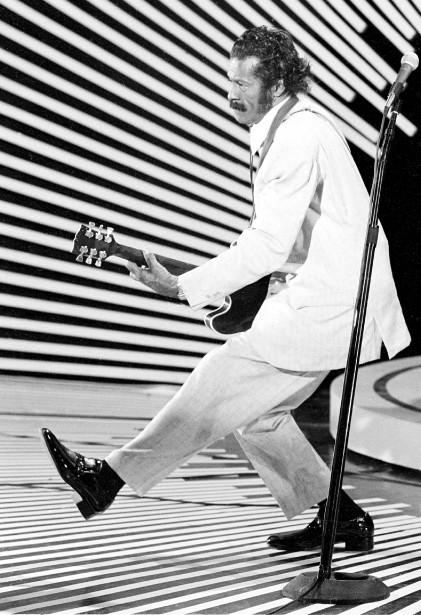 Chuck Berry, le 4 avril 1980, faisant son fameux mouvement... | 2017-03-18 00:00:00.000