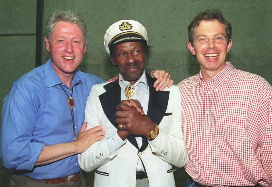 Avec le président américain Bill Clinton, et le premier ministre britanniqueTony Blair, le 22 juin 1997 (AFP)