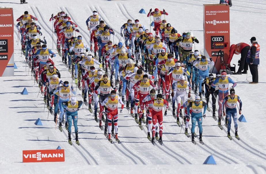 Les hommes prennent le départ du 15 km classique. (Le Soleil, Yan Doublet)