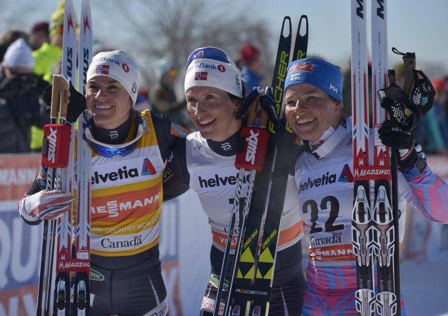 Un podium scandinave au 10 km féminin : les Norvégiennes Heidi Weng (argent) et Marit Bjoergen (or) et la Finlandaise Krista Parmakoski (bronze) (Le Soleil, Yan Doublet)