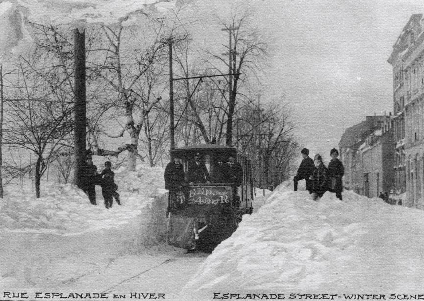Québec a été lourdement touchée par la tempête de neige... | 2017-03-18 00:00:00.000