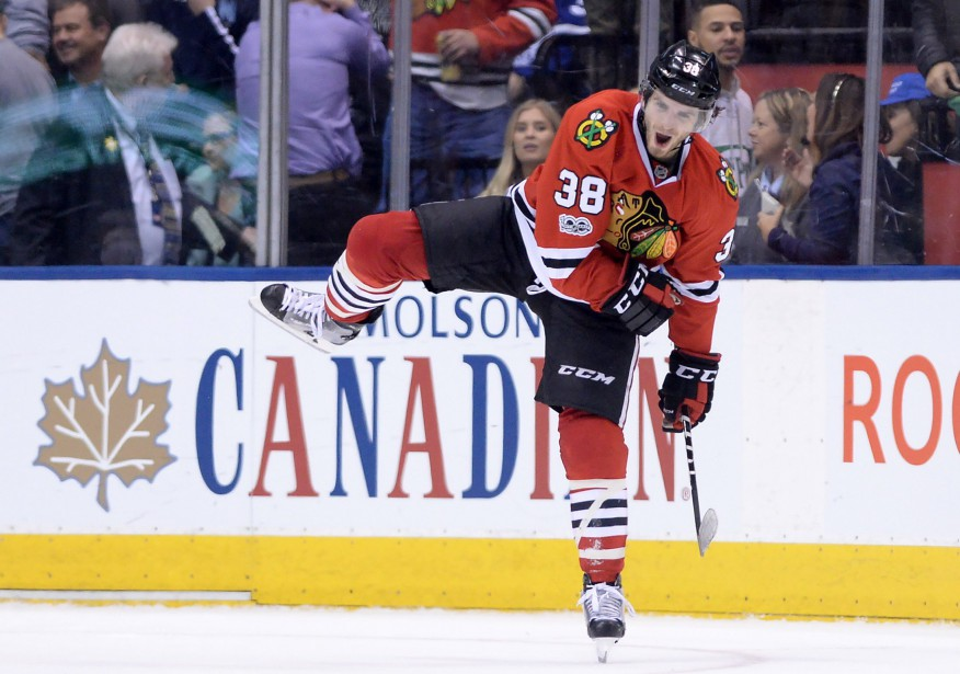 Ryan Hartman a compté le but gagnant.... (Photo Nathan Denette, La Presse canadienne)