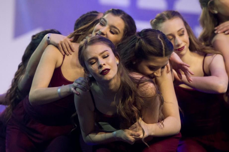 La grâce, la souplesse et la détermination sont parties prenantes du talent des danseuses. (Martin Roy, Le Droit)