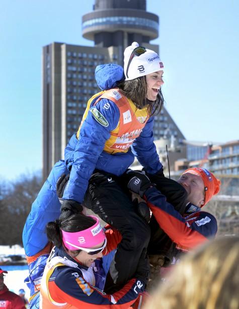 La fondeuse norvégienne Heidi Weng a été couronnée championne de la Coupe du monde et championne de la Coupe du monde en distances, remportant ses premiers globes de cristal à vie. | 19 mars 2017