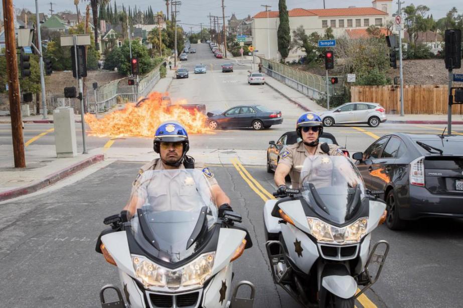 Les policiersPonch et Jon, personnages de la célèbre... (Photo fournie par Warner Bros.)