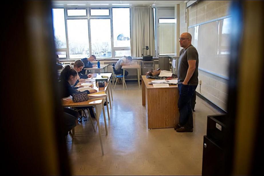 L'auteur Patrice Lessard donne un cours delittérature occidentale... (PHOTOANDRÉ PICHETTE,La Presse)