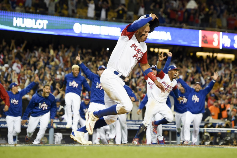 Carlos Correa (1) célèbre après avoir inscrit le... (Photo Kelvin Kuo, USA Today Sports)