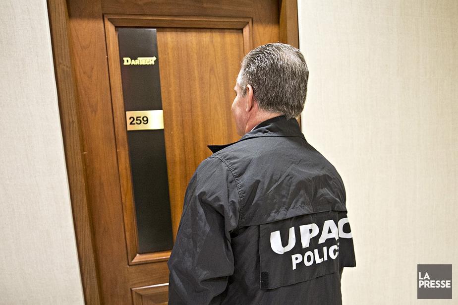 Des agents de l'Unité permanente anticorruption (UPAC) mènent... (Patrick Sanfaçon, La Presse)
