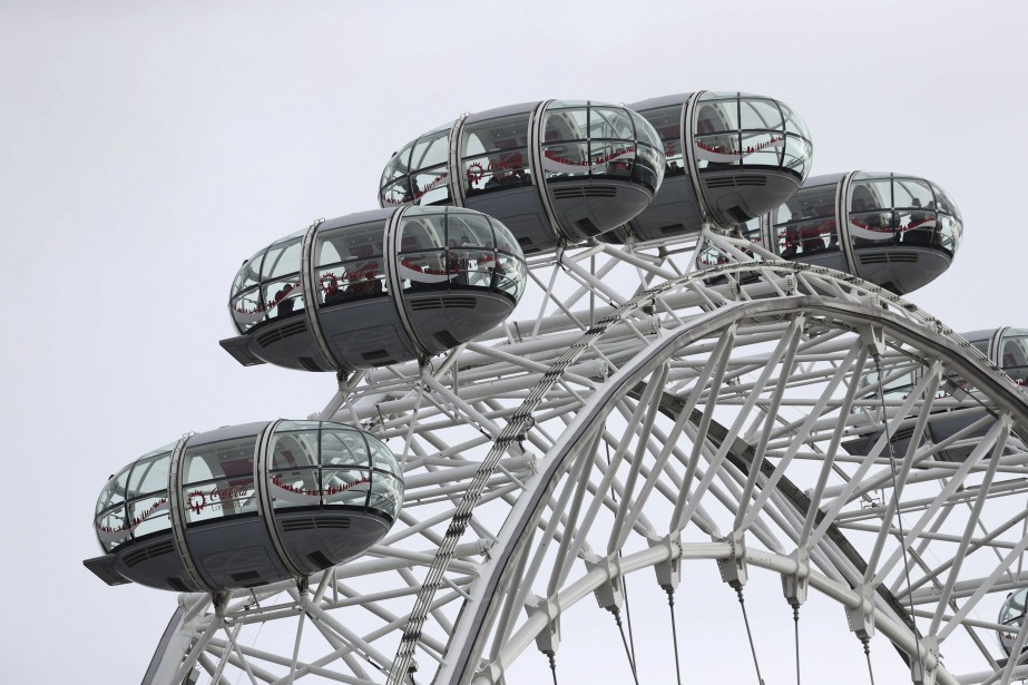 La grande roue du London Eye a été immobilisée avec des visiteurs toujours à bord. | 22 mars 2017