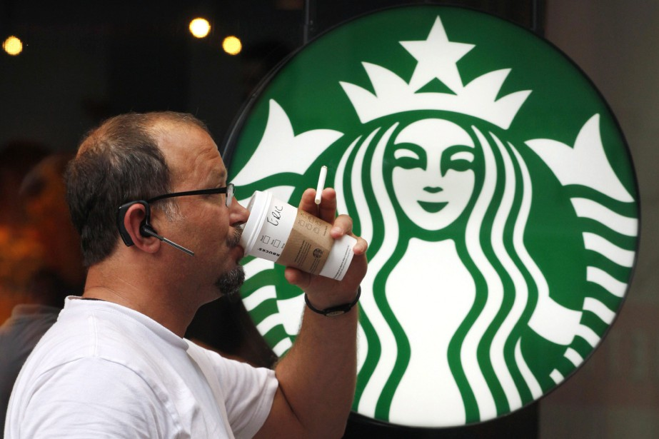 Starbucks Canada s'est engagée mercredi à... (Photo Mark Lennihan, archives AP)