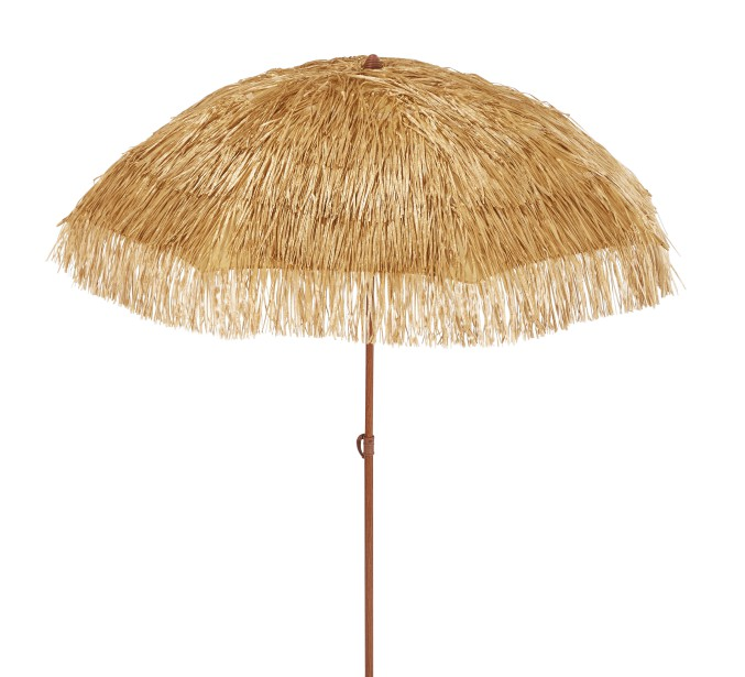 Parasol en chaume résistant à la rouille avec protection étanche, 30 $ chez Walmart (Fournie par Walmart)