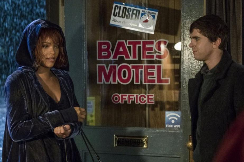 Rihanna et Freddie Highmore dans Bates Motel... (Photo Cate Cameron, fournie par A&E)