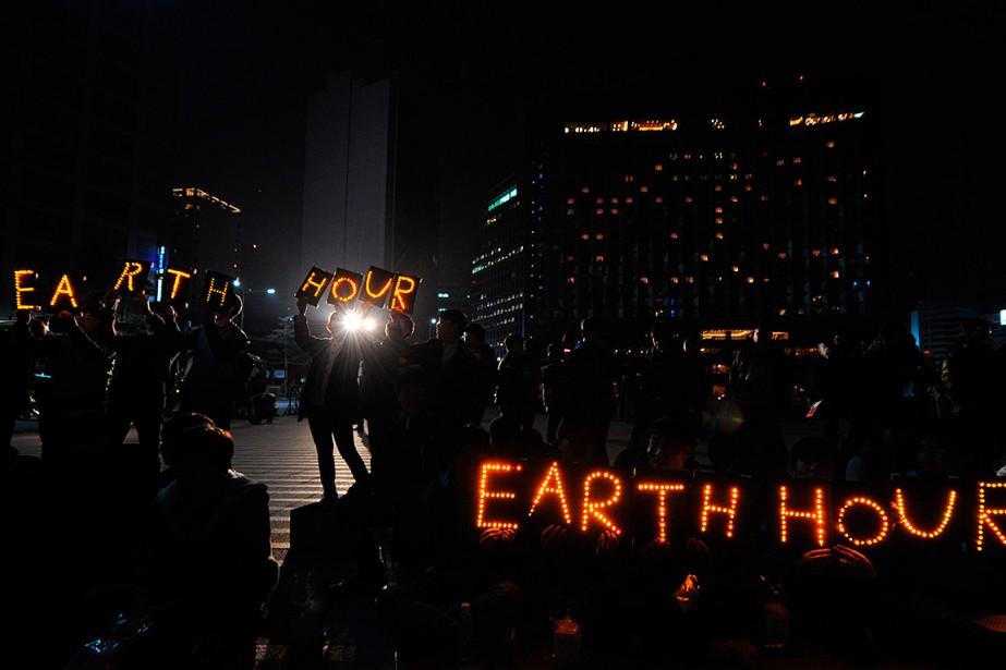 «Earth Hour», organisé par le WWF, rappelle, au... (KIM JAE-HWAN, ARCHIVES AFP)