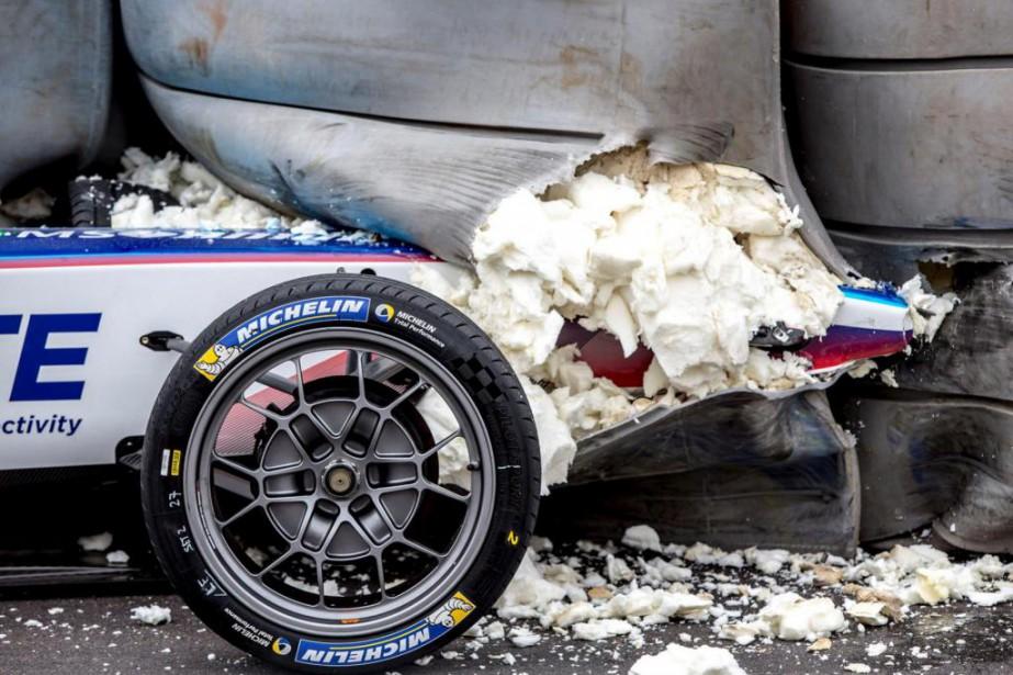Cette Formule E a percuté une barrière de...