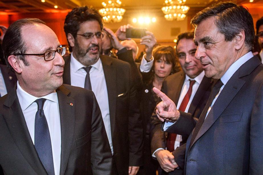 Le président français François Hollande (à gauche) discute... (PHOTO Christophe Petit Tesson, ARCHIVES ASSOCIATED PRESS)