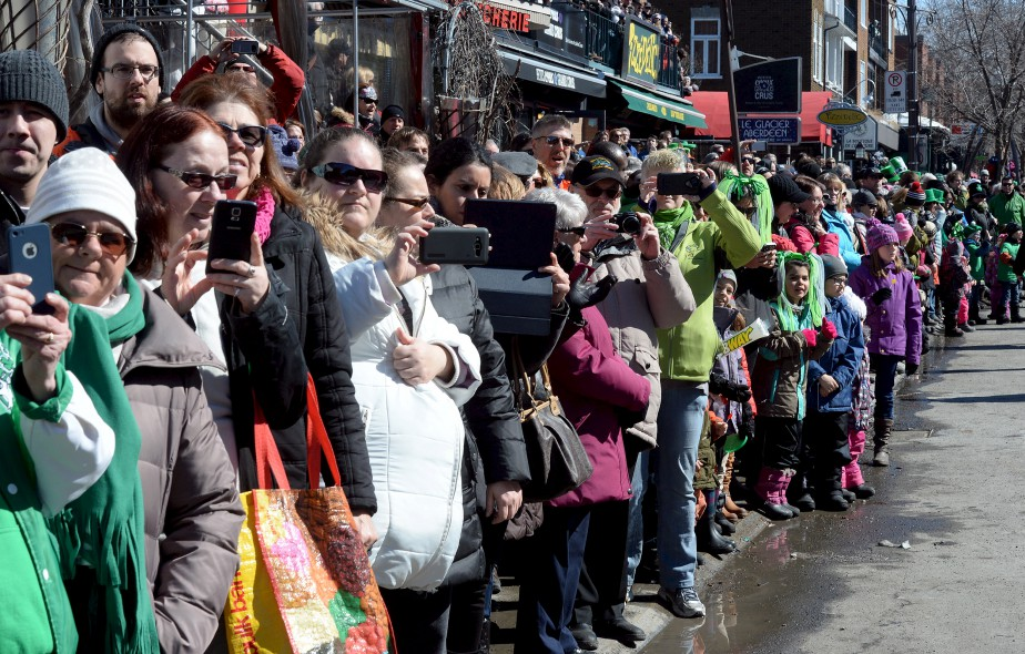 L'organisation du défilé attendait quelque 50 000 visiteurs le long de l'avenue Cartier et de la Grande Allée pour célébrer la fête des Irlandais. | 25 mars 2017