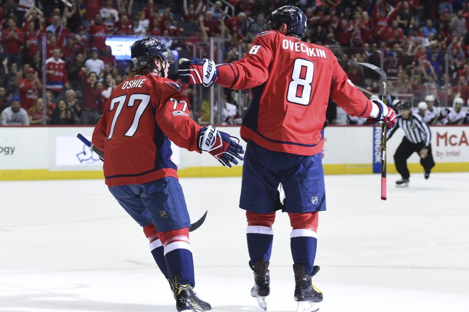 Alex Ovechkin et T.J. Oshie.... (Photo Molly Riley, AP)