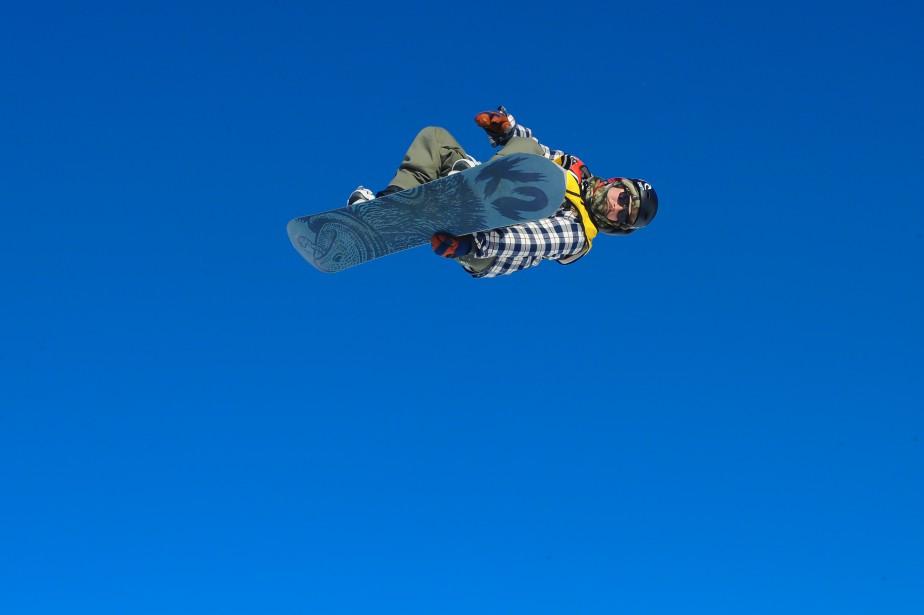 Habitué du podium, le planchiste de Saint-Gédéon, Thomas Folly, a défendu avec succès son titre de champion de la grande finale provinciale du Circuit Snowboard Scolaire présentée au Mont-Lac-Vert d'Hébertville. (Le Progrès-Dimanche, Gimmy Desbiens)