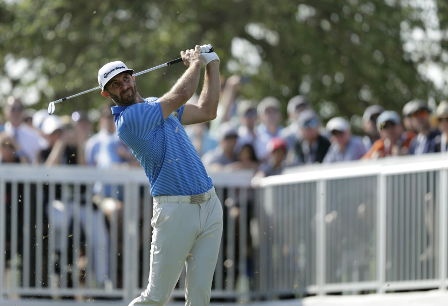 Johnson est devenu seulement le troisième golfeur à... (Photo Erich Schlegel, USA TODAY Sports)