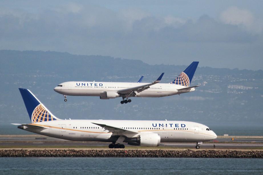 La compagnie aérienne United Airlines a déclenché une tempête... (PHOTO REUTERS)
