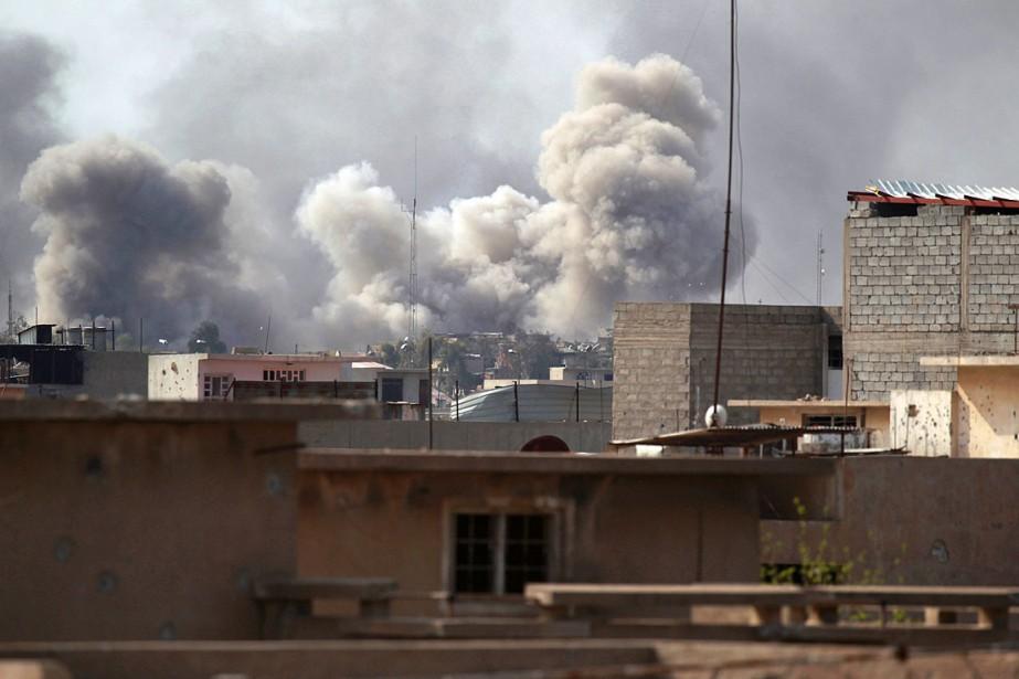 Les forces irakiennes combattent aux abords de la... (Photo Khalid al Mousily, REUTERS)