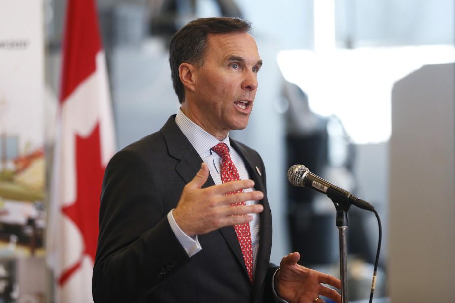 Le ministre des finances Bill Morneaua expliqué que... (La Presse canadienne, Todd Korol)