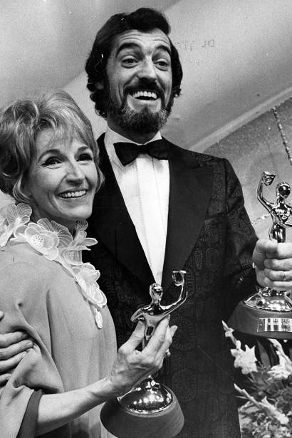 Janine Sutto et Yvan Ducharme,récipiendaires des prix Monsieur et Madame télévision, photographiés en juin 1972. (Jean Goupil, archives La Presse)