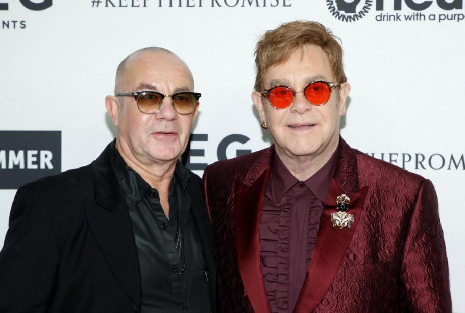 Le chanteur Elton John (à droite) a aussi... (PHOTO DANNY MOLOSHOK, REUTERS)