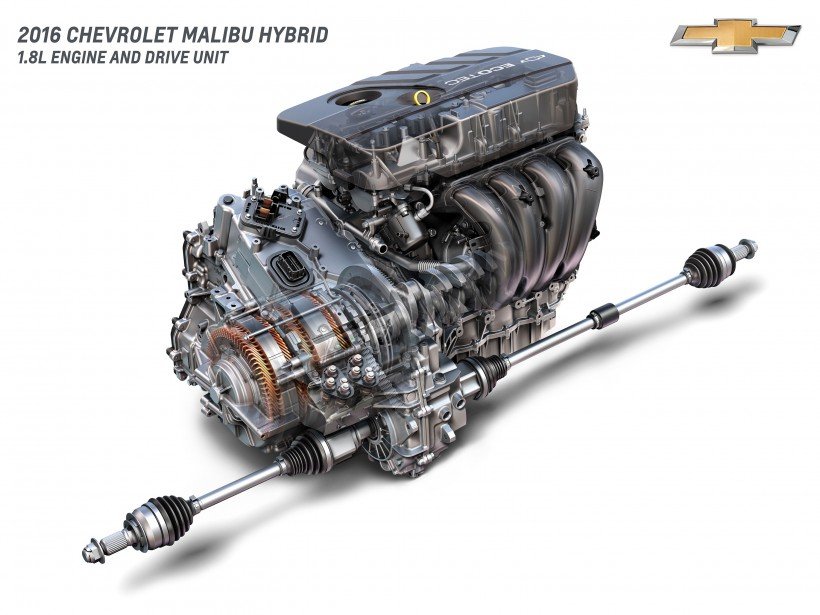 <strong>Sous le capot</strong> Sous le capot Le groupe motopropulseur de 182 ch. de cette Malibu est largement inspiré de celui de la Volt, mais sans recharge externe. Son quatre-cylindres de 1,8 L est soutenu par deux moteurs électriques. ()