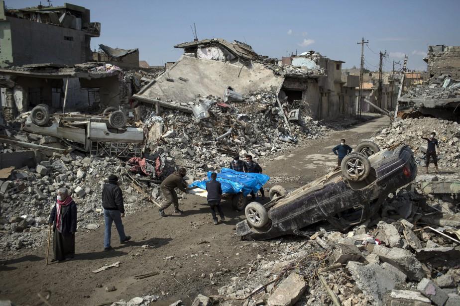 Ce bombardement, qui a fait des dizaines de... (PHOTO Felipe Dana, AP)