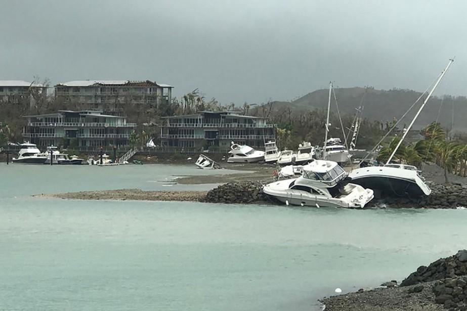 Le cyclone Debbie de catégorie quatre a déferlé... (AFP)