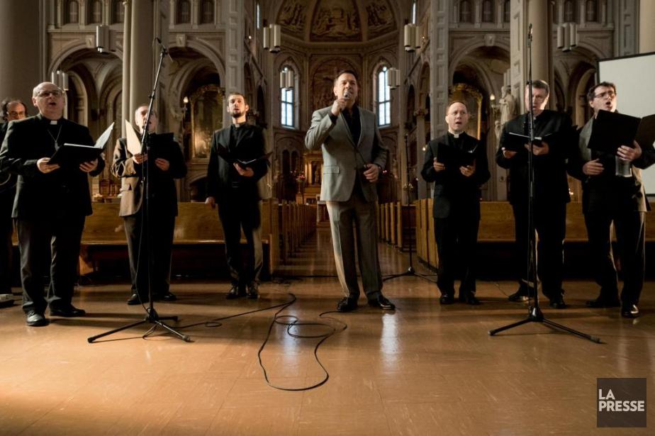 Mario Pelchat (au centre) a enregistré l'album Agnus... (Marco Campanozzi, La Presse)