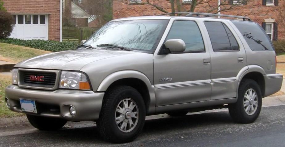 <strong>Ma première voiture</strong>«Je devais avoir 16 ou 17 ans, ma première voiture était une GMC Envoy 2000, grise, une voiture d'occasion. Mon père me l'avait achetée, je pense qu'elle avait coûté 15 000$. J'ai été très gâté, j'en suis conscient.» (Photo : Wikipedia)