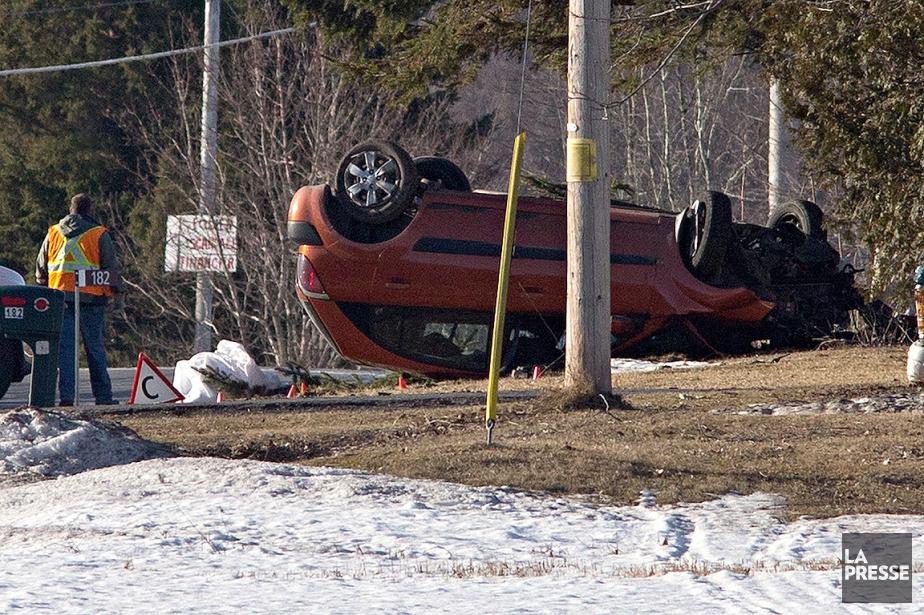 L'automobile qui roulait vers le sud a dérapé... (Patrick Sanfaçon, La Presse)