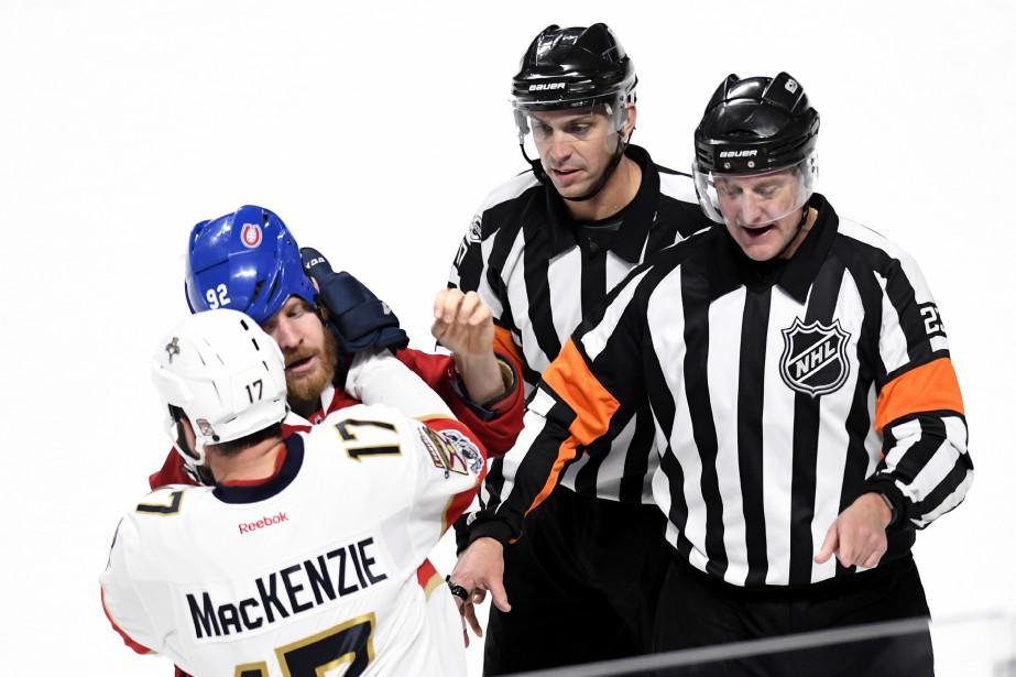 Les arbitres Frederic L'Ecuyer et Brad Watson surveillent de près une empoignade de Steve Ott et de Derek MacKenzie. (PHOTO BERNARD BRAULT, LA PRESSE)