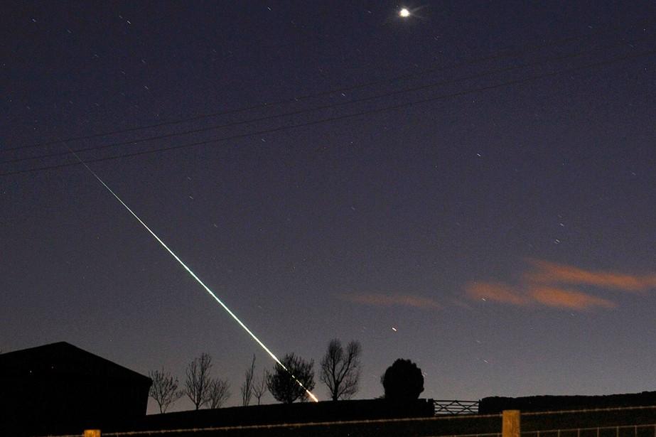 Sur cette photo, le passage d'un météorite au... (Steven Watt, archives REUTERS)