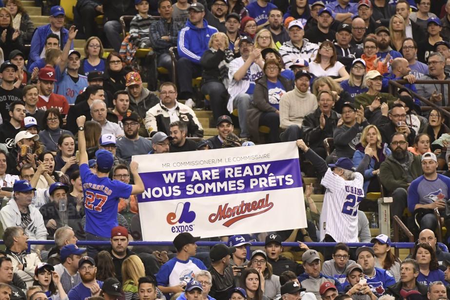 Des partisans des Expos montre leur appui au retour de l'équipe à Montréal. (PHOTO BERNARD BRAULT, LA PRESSE)