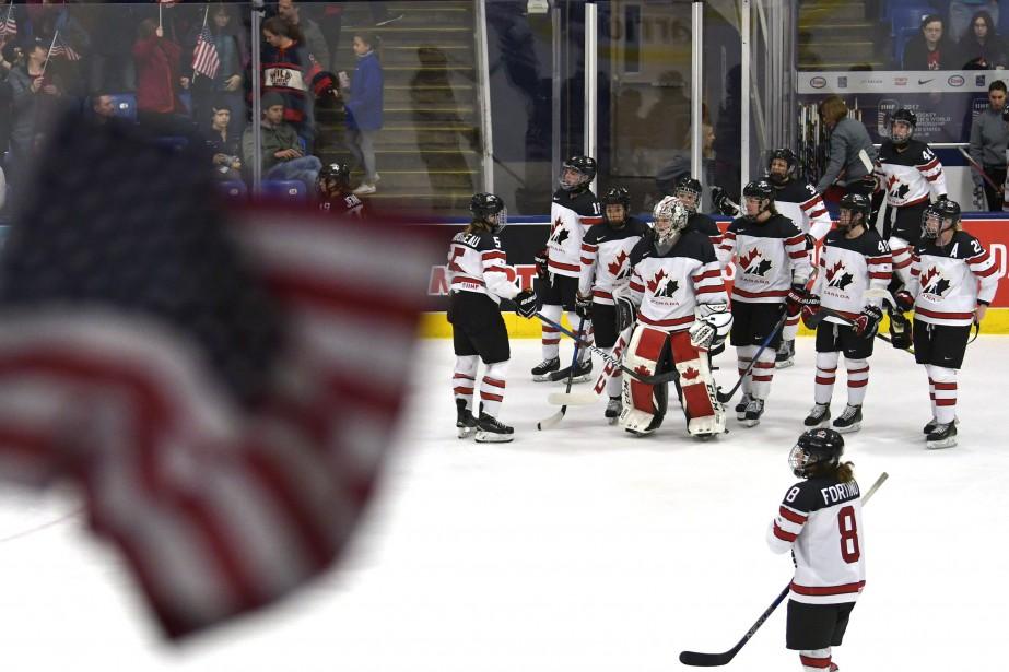 Les joueuses canadiennes montraient leur déception à la... (Photo Jason Kryk, archives La Presse canadienne)