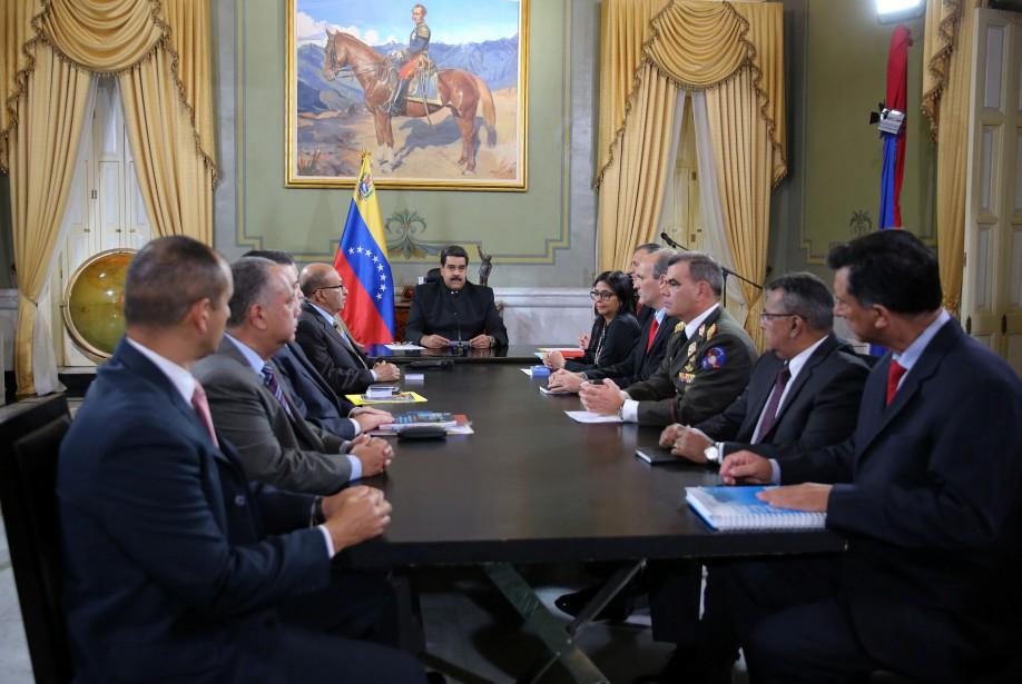 Le président Nicolas Maduro voit la Cour suprême... (photo REUTERS)