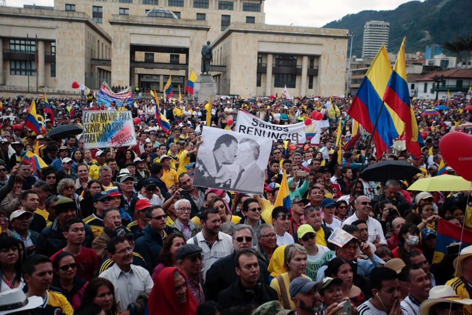 Des partisans de l'ancien président Alvaro Uribe, qui... (PHOTO  JUAN PAEZ, AFP)