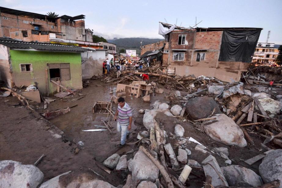 D'énormes pierres ont été transportées par la coulée de boue. (AFP, LUIS ROBAYO)