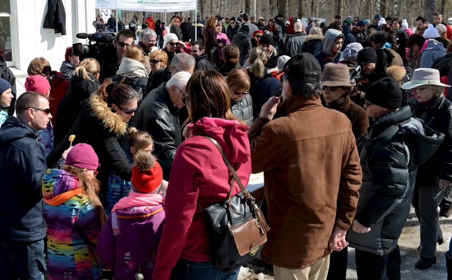 Petits et grands ont profité d'une magnifique journée, dimanche, pour se sucrer le bec au parc du Bois-de-Coulonge. | 2 avril 2017