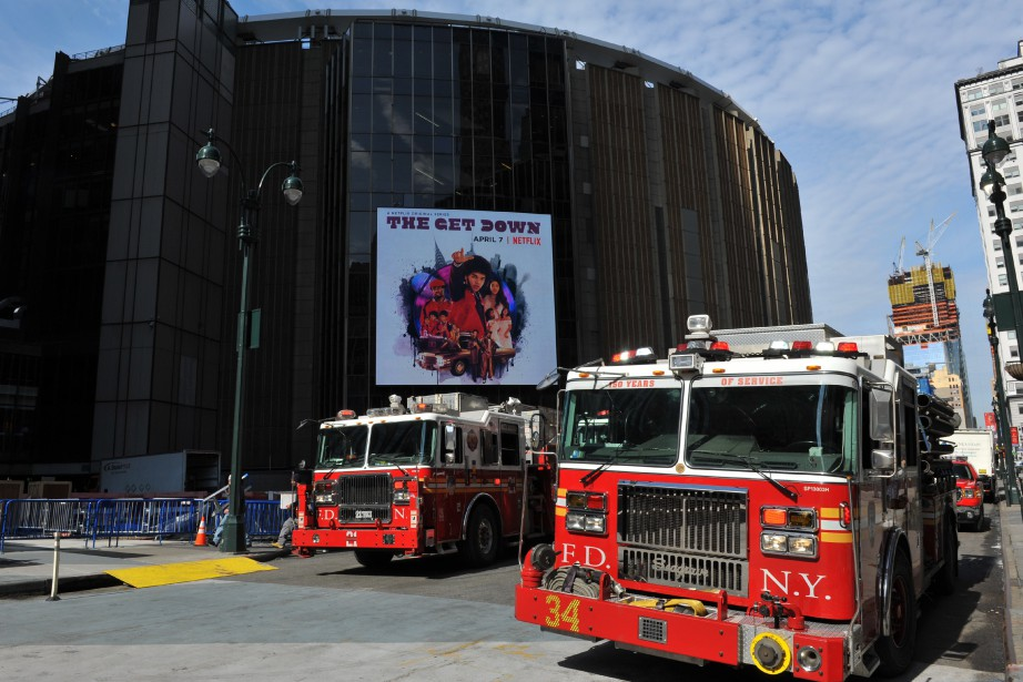 Des pompiers aux abords de Penn Station à... (AFP)