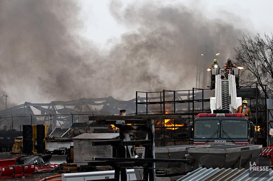 La cause du feu n'a pas encore été... (Patrick Sanfaçon, La Presse)