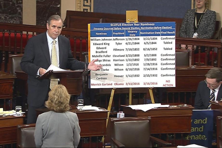 Jeff Merkley s'exprimait toujours au Sénat mercredi matin,... (Photo Senate Television via AP)
