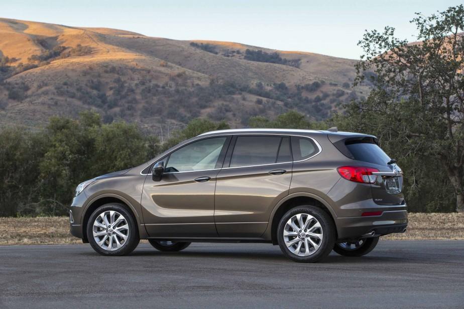 Dans les salles d'exposition des concessionnaires Buick, la dernière-née de Buick est, comme on pouvait s'en douter, celle qui suscite le plus de commentaires, pour peu qu'on la remarque. Présentée comme une solution de rechange viable aux Audi A5 et Acura RDX, l'Envision peine à soutenir la comparaison. | 6 avril 2017