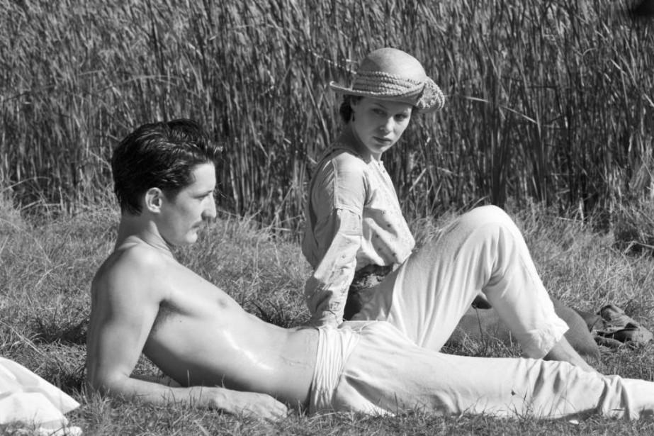Pierre Niney et Paula Beer dans Frantz, un... (Photo fournie par Métropole Films)